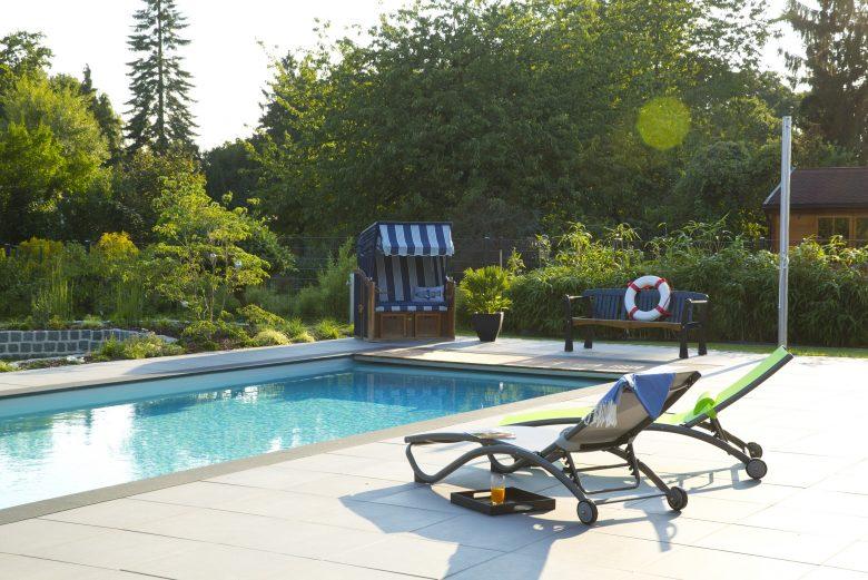 Mit einem smarten Garten auch ohne Urlaub den Sommer in vollen Zügen genießen